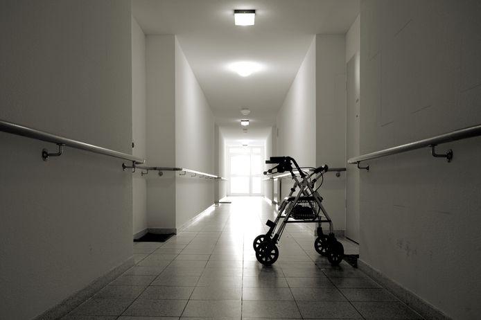 Rollator in een verpleeghuis. Illustratief.