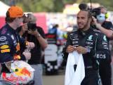 Hamilton wint na spannende strijd: 'Heb ervoor moeten knokken'