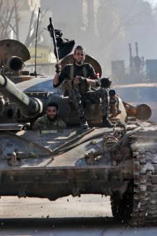 Escalatie gevechten in Syrië: Turkije vraagt EU hulp voor opvang vluchtelingen, NAVO solidair met Turkije