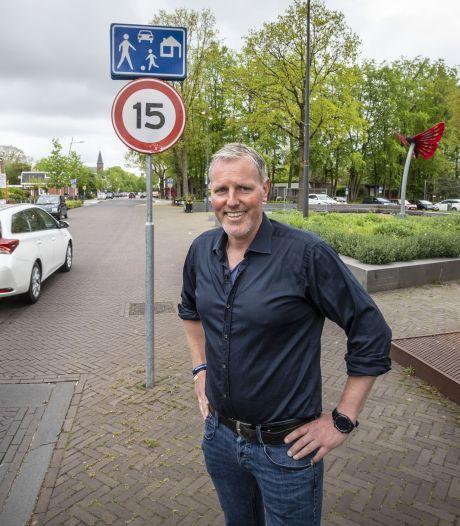 Verkeerssituatie in centrum Overdinkel onveilig: 'Er is sprake van een zeer reëel risico op en verkeersongeval'