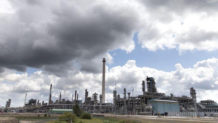 Raffinaderij Shell Pernis, de grootste raffinaderij van Europa en een van de grootste van de wereld. Beeld anp