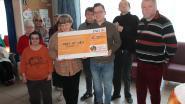 'Kunst in Lege Huizen' schenkt cheque aan De Wilg