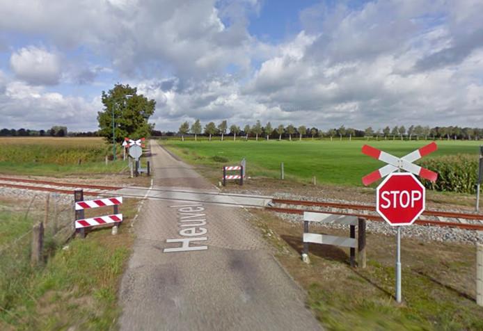 De onbeveiligde spoorwegovergang aan de Heuvel in Budel-Schoot.