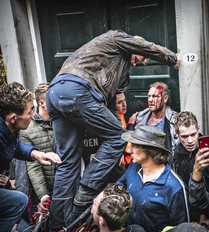 Boze boeren zijn in Groningen het provinciehuis binnengegaan tijdens de protestactie
