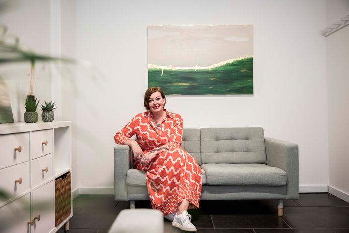 Sigrid Schellen aan haar nieuwe zaak 'Goed Geluk'.
