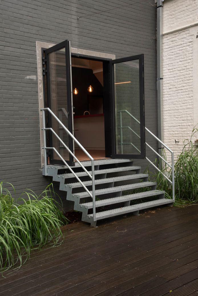 Het AGB investeerde onder andere in een doorgang tussen de zaal en de tuin van het Erfgoedhuis in Moortsele.