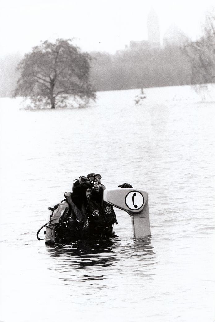 Een foto gemaakt door fotograaf Jan Verhoeff, hoog water in 1995.