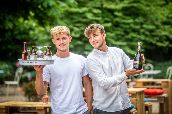 Broers Pieter en Louis Hemerijckx openen een pop-up bar in Lummen