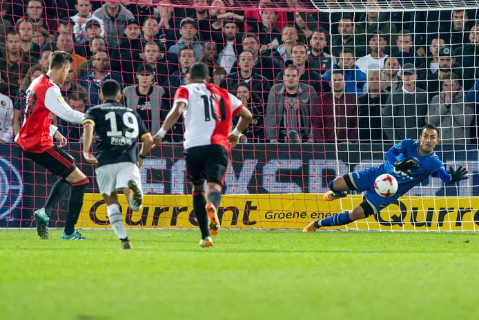 Voor Gyuri Vergouw, auteur van het boek 'De Strafschop', was de penalty van Feyenoord-spits Michiel Kramer tegen NAC Breda een goed voorbeeld van hoe het niet moet.