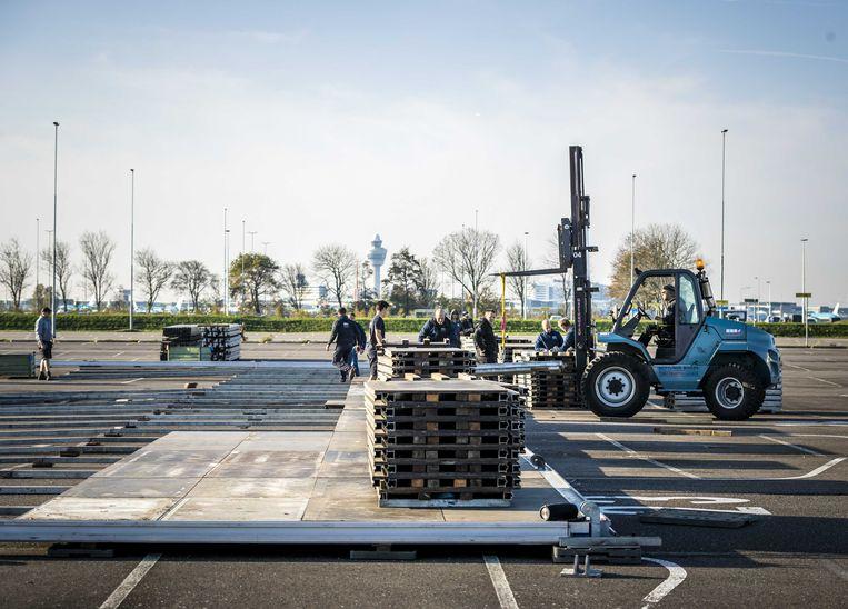 De bouw van een extra grote teststraat op Schiphol. Beeld ANP
