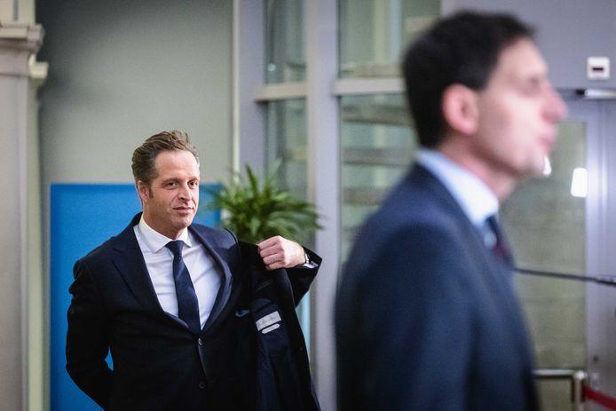 Hugo de Jonge en Wopke Hoekstra staan de pers te woord bij het ministerie van Algemene Zaken na afloop van de wekelijkse ministerraad.