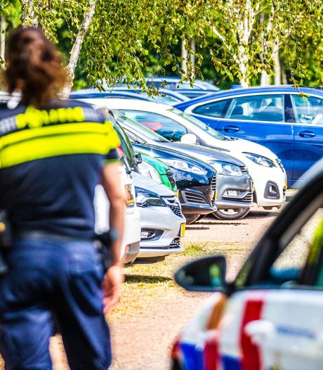 Twee auto's op parkeerterrein van recreatieoord opengebroken op klaarlichte dag
