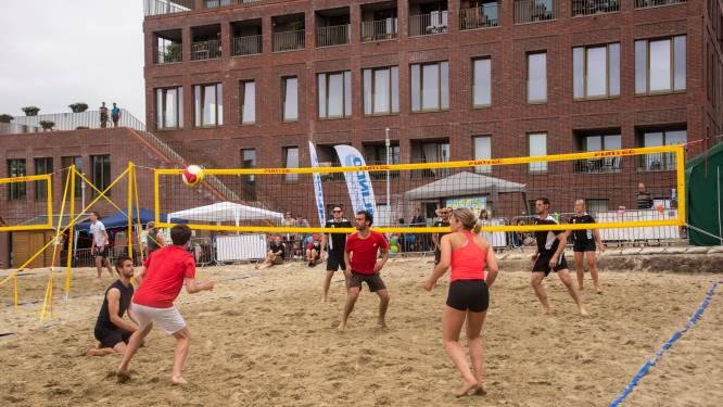 Beachvolleybal terreinen ingespeeld met tweedaags tornooi en 26 ploegen