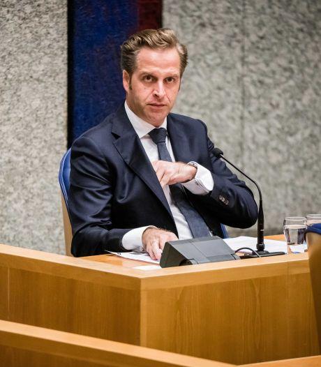 Nu de vaccinatiemolen op volle toeren draait, draait de opinie over Hugo de Jonge ook