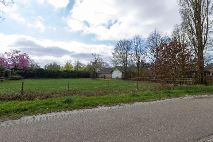 Het perceel aan de Loonderweg in Valkenswaard waar de gemeente tijdelijk een chalet wil laten plaatsen.