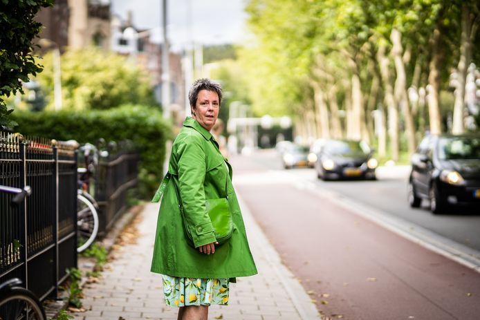 Ineke Inklaar op de Apeldoornseweg waar voor velen de evacuatietocht naar de regio Apeldoorn begon.