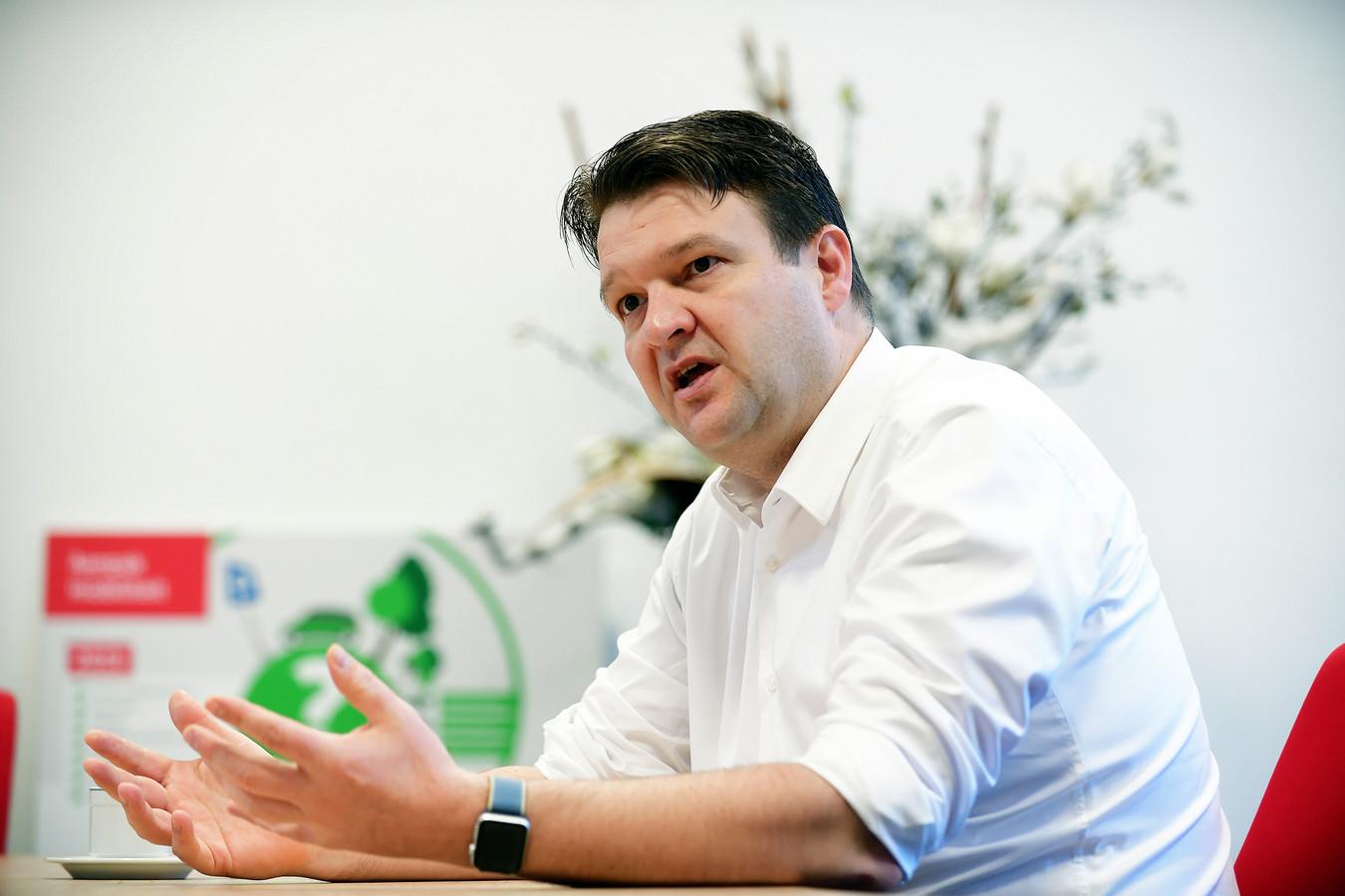 Burgemeester Han van Midden.