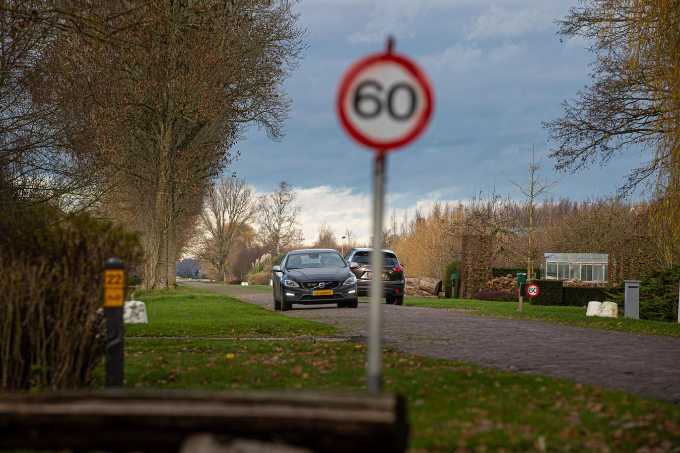 De Voorsterweg in Marknesse, een buitenweg in de gemeente Noordoostpolder.