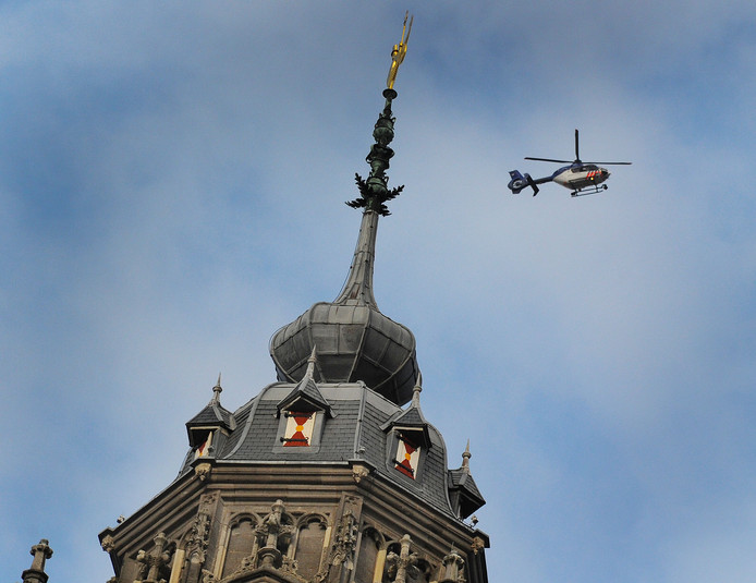De politiehelikopter cirkelde gisteren enige tijd boven Middelburg
