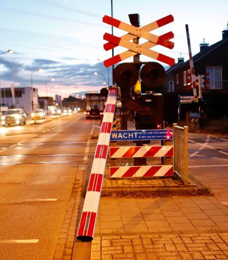 Vrachtwagen rijdt hefboom eraf in Boxmeer