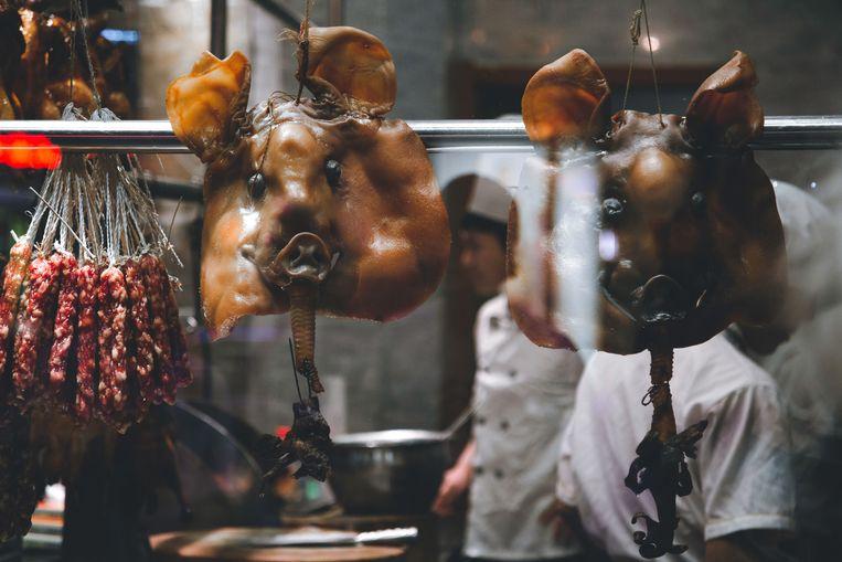 De oorsprong van het coronavirus lag vrijwel zeker op één van de vele onhygiënische markten in China.  Beeld Shutterstock