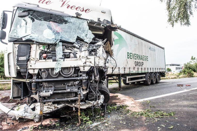 De chauffeur van deze truck raakte bij het ongeval zwaargewond.
