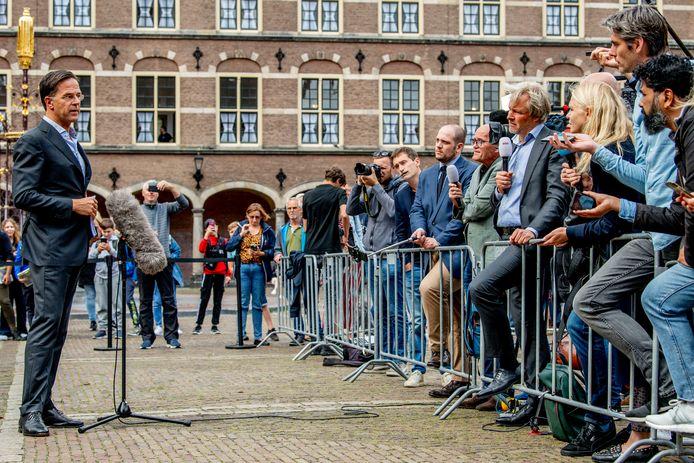 Mark Rutte staat de pers te woord na een gesprek bij informateur Mariette Hamer over de kabinetsformatie.