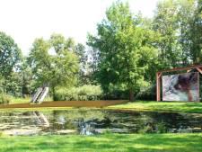 In dit park luister je straks op een bankje naar een gedicht of schommel je met muziek