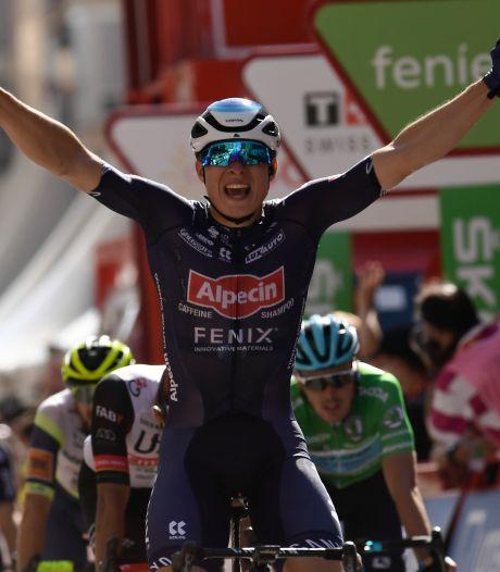 Fabio Jakobsen loopt net ritwinst mis in massasprint Vuelta: 'Ik ben teleurgesteld'