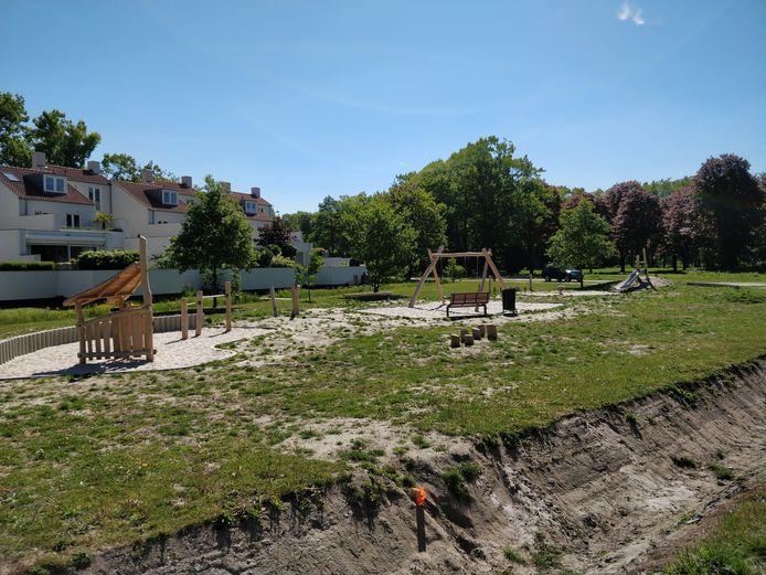 De nieuwe speeltuin aan de Bosfazant in Meerhoven wijkt sterk af van het ontwerp, en zal daarom worden aangepast.