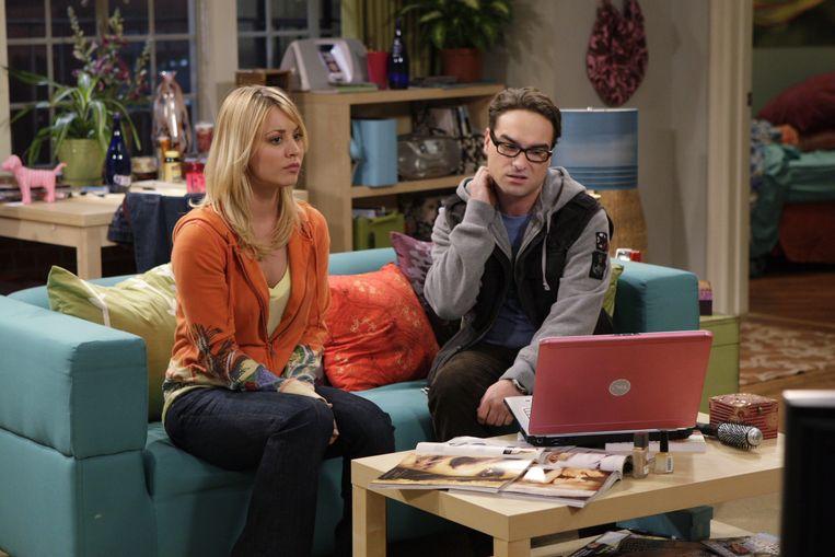 Kaley Cuoco en Johnny Galecki spelen een koppel in 'The Big Bang Theory'.
