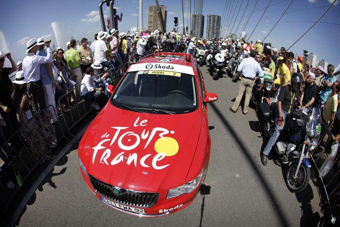 De gemeenteraad van Rotterdam wil opnieuw de Tour de France in de stad, net als in 2010. De eerste etappe startte toen op de Erasmusbrug.