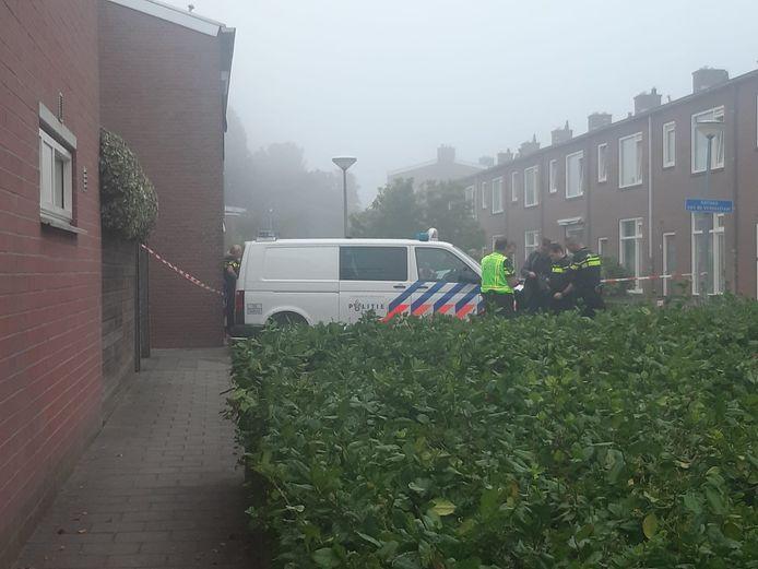 De politie doet onderzoek in de omgeving van de Adriaen van de Vennestraat.