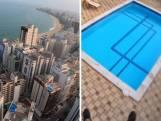 Un parapente se pose entre deux piscines sur le toit d'un immeuble de 22 étages
