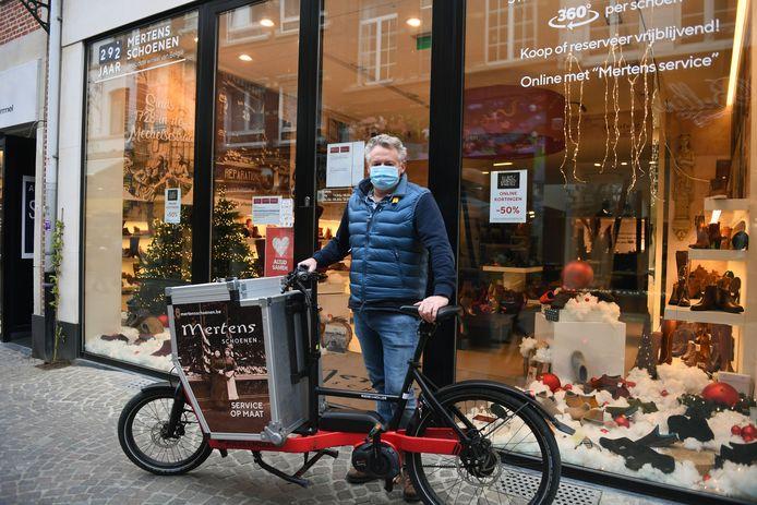 Erik Meulemans van Schoenen Mertens in de Mechelsestraat blijft benadrukken dat Leuven opnieuw het imago van een bereikbare stad moet krijgen bij de mensen.