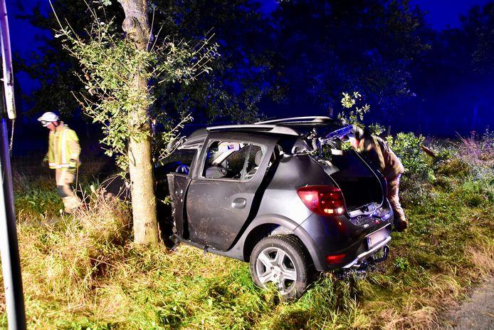 De Dacia Duster van de man uit Menen raakte langs de Ieperstraat in Geluwe van de weg af