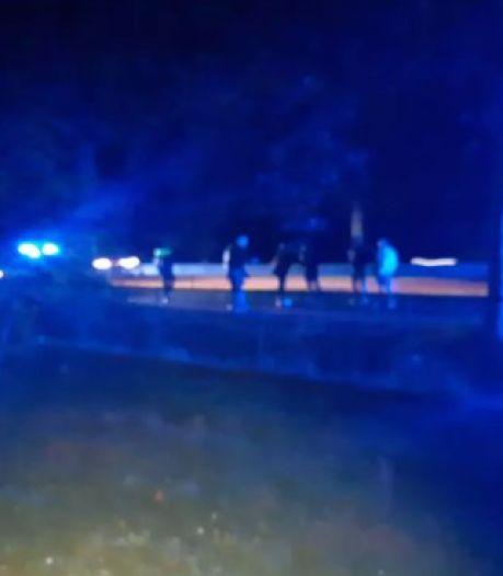 Fans PEC Zwolle en Heracles Almelo slaags bij Heino, politie vist vechtersbazen uit de sloot