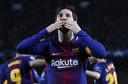 Lionel Messi viert zijn honderdste doelpunt in de Champions League voor FC Barcelona in de wedstrijd tegen Chelsea.