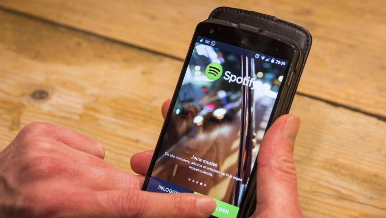 Een app van de muziekstream Spotify op de mobiele telefoon. Beeld anp