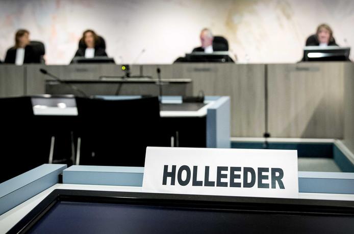 Een bordje met de naam van Willem Holleeder in de zwaarbeveiligde Bunker.
