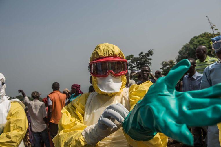 """""""Tegen de epidemie van massahysterie strijden is de moeilijkste taak"""", zegt Piot."""