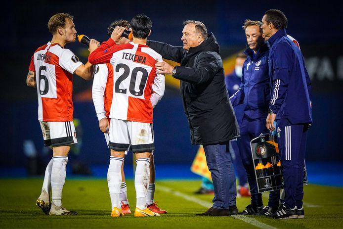 Mark Diemers, Joao Teixeira en trainer Dick Advocaat tijdens de UEFA Europa League groep K wedstrijd tussen Dinamo Zagreb en Feyenoord Rotterdam in Stadion Maksimir.