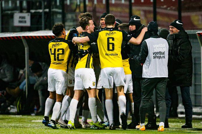 Vitesse viert feest in Rotterdam, na de goal van Loïs Openda in de slotminuut bij Excelsior.