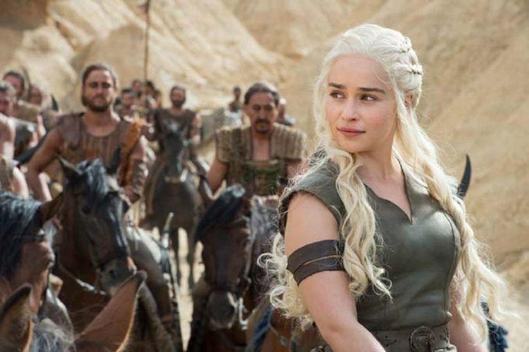Daenerys Stormborn, van het huis Targaryen, de eerste in haar naam, de Ongebrande, Khaleesi, de Koningin van de zeeën en Moeder van draken. Beeld