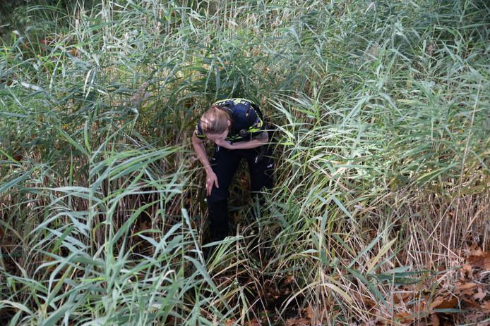 Agenten zochten in de buurt van de Vosserijten naar sporen van de daders.
