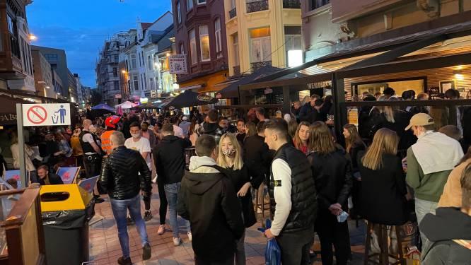 """Politie Oostende tevreden over eerste uitgaansavond: """"Maar er was te veel volk om coronaproof te kunnen zijn"""""""
