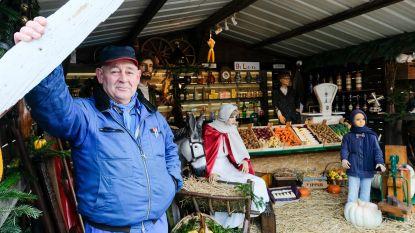 Buurtbewoner hekelt komst supermarkten en 'opent' kruidenierswinkel in kerststal