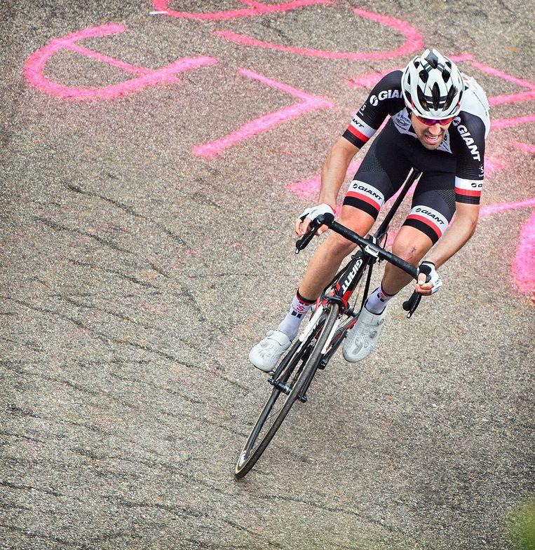 Dumoulin zaterdag in de Giro. Beeld Klaas Jan van der Weij / de Volkskrant