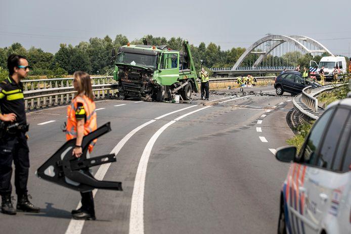 De N346 bij Lochem is afgesloten na een ernstig ongeval