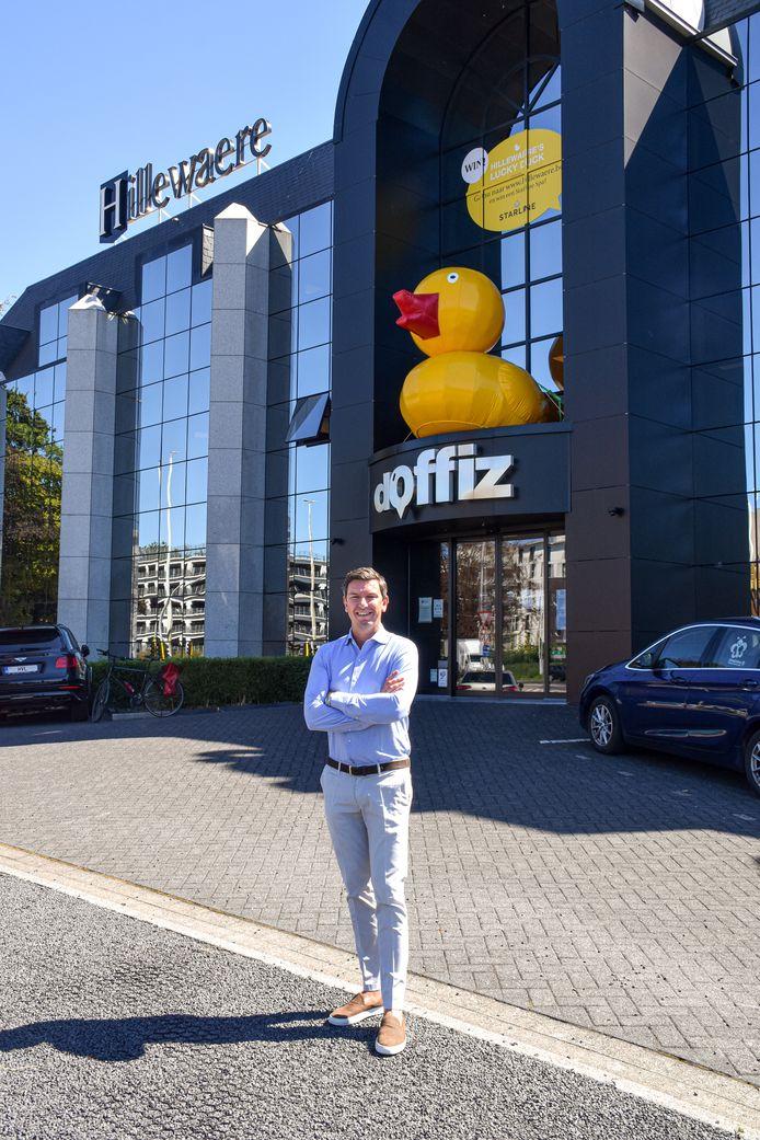 Roel Druyts voor het hoofdkantoor van Hillewaere Vastgoed.
